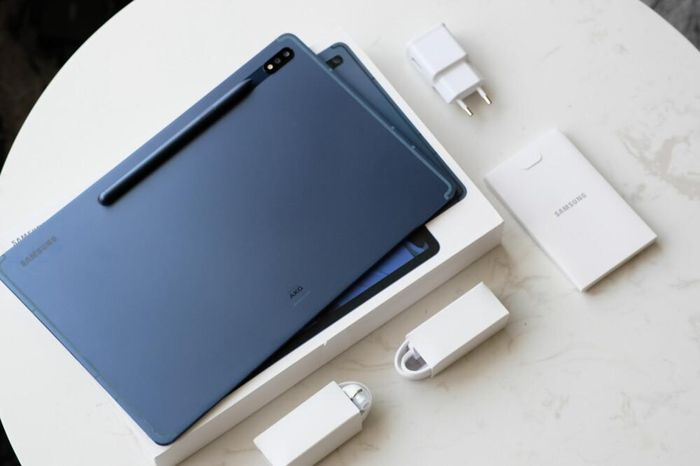 Trên tay máy tính bảng Samsung Galaxy Tab S7+ Xanh Navy vừa lên kệ tại Việt Nam