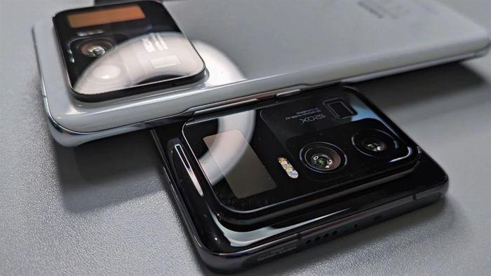 Ngắm nhìn cảnh đập hộp Xiaomi Mi 11 Ultra dưới nước
