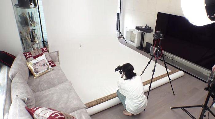 Lisa vừa khoe nhà riêng đã khiến netizen sốc nặng: 'Chị định đóng phim Penthouse hay gì'?