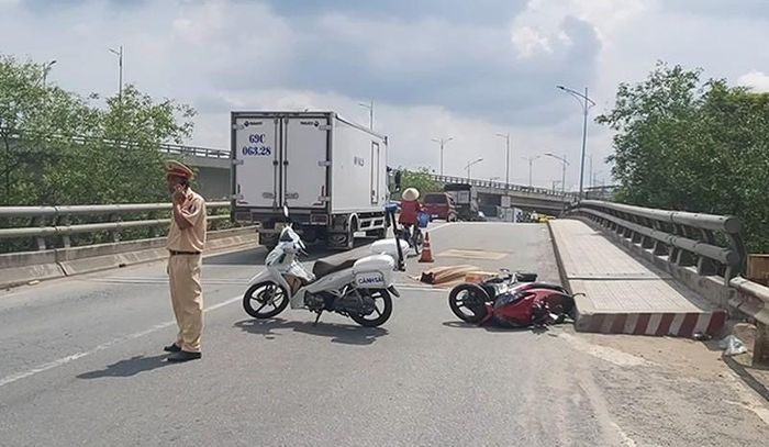 Tin giao thông đến sáng 18/4: Tài xế xe container tử vong bất thường; 2 xe máy va chạm, 3 người văng khỏi xe nguy kịch