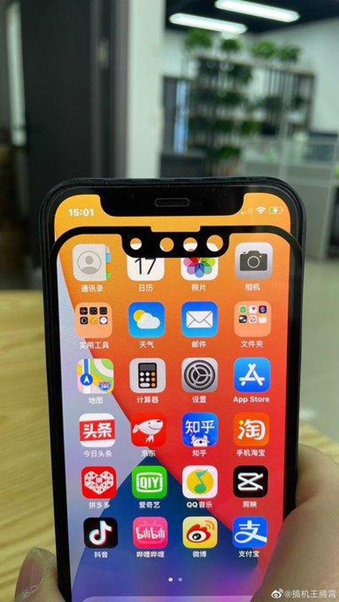 Tấm nền màn hình iPhone 13 lộ ảnh cho thấy tin vui bất ngờ