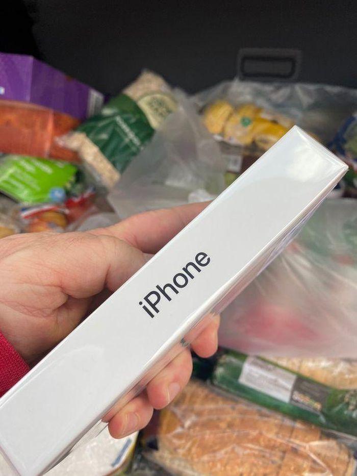 Đặt mua táo nhưng nhận được một chiếc iPhone
