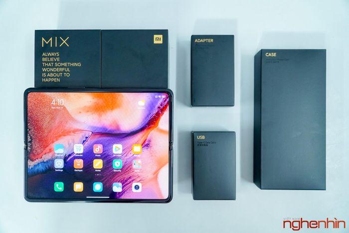 Trên tay Xiaomi Mi MIX Fold đầu tiên về Việt Nam: 40 triệu đồng có gì?