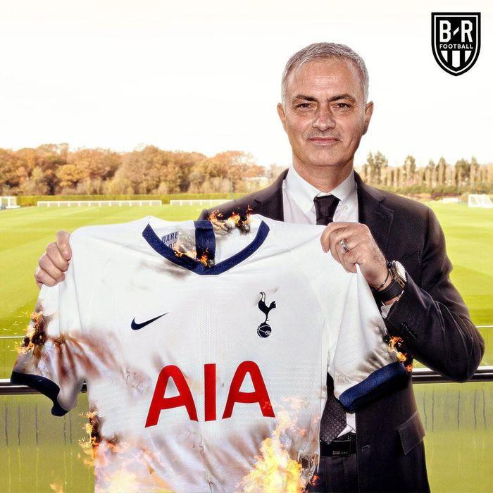 Ảnh chế: #Mourinho Out, đốt áo, cầm bộn tiền rời Tottenham