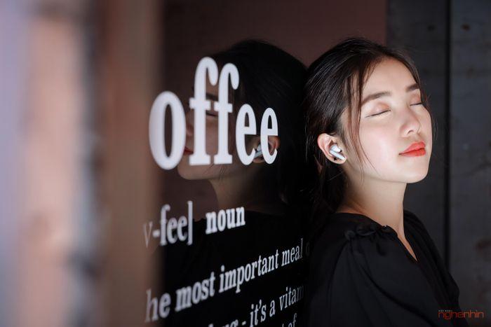 Trên 'tai' tai nghe OPPO Enco X: thiết kế ấn tượng, âm thanh Dynaudio, giá 3,9 triệu