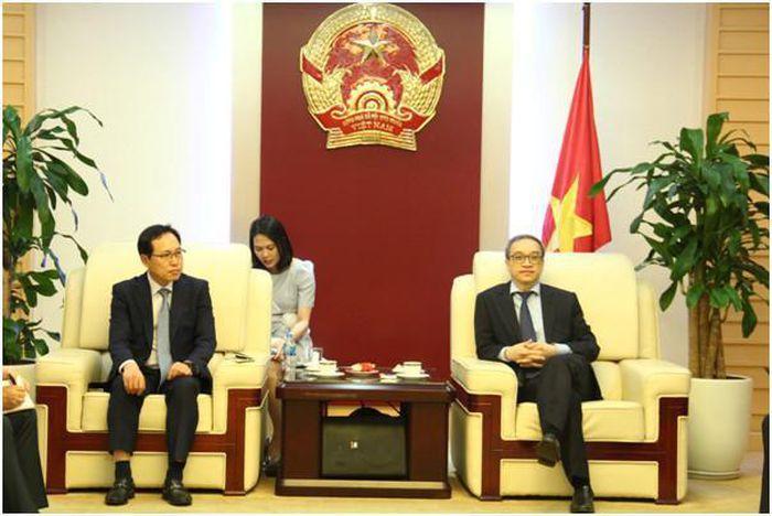 Thứ trưởng Phan Tâm đề nghị Samsung tiếp tục đẩy mạnh hợp tác nghiên cứu với Việt Nam