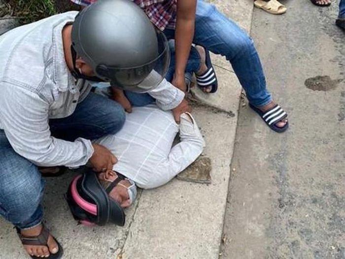 Cô gái bị giật điện thoại phóng xe tông ngã nhóm 'cản địa'