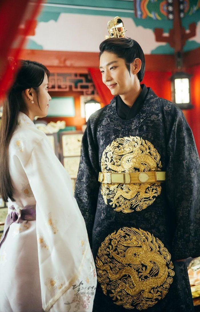 Lee Jun Ki - IU tiết lộ cảnh quay ở thời hiện đại, 'Người tình ánh trăng' làm phần 2?