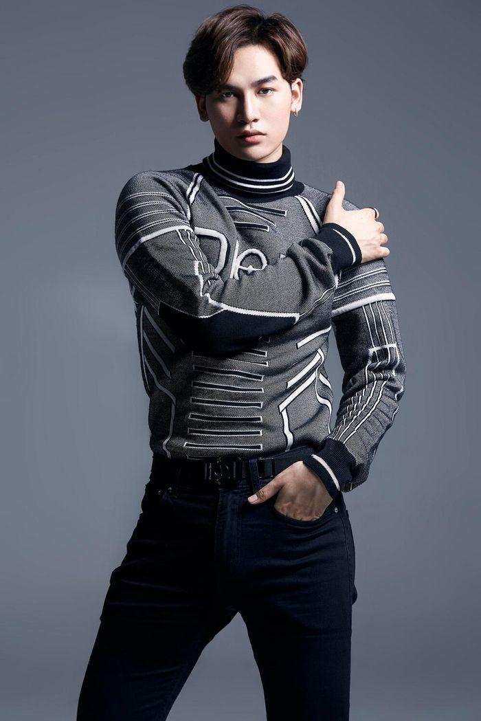 Ali Hoàng Dương trở lại đường đua âm nhạc, đối đầu đỉnh cao cùng dàn sao V-Pop đình đám tại The Heroes