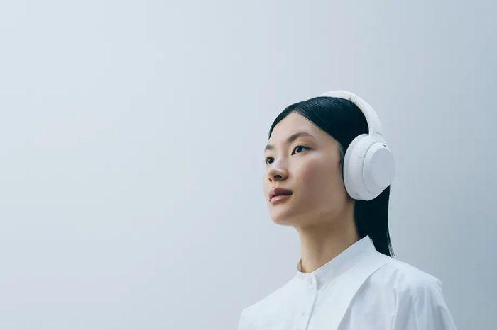 Sony ra mắt tai nghe WH-1000XM4 'Silent White' giới hạn số lượng
