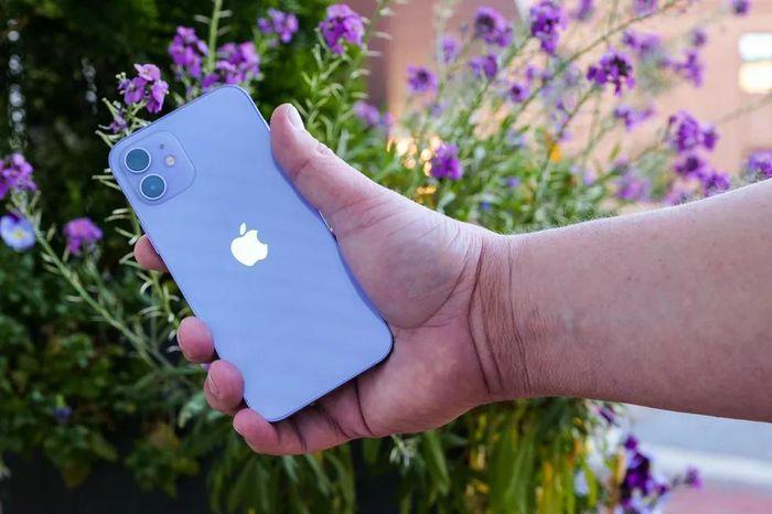 Ảnh chi tiết iPhone 12 phiên bản màu tím