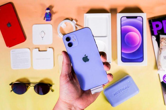 Cận cảnh iPhone 12 màu tím mộng mơ Apple vừa ra mắt: Chỉ gói gọn trong từ đẹp!