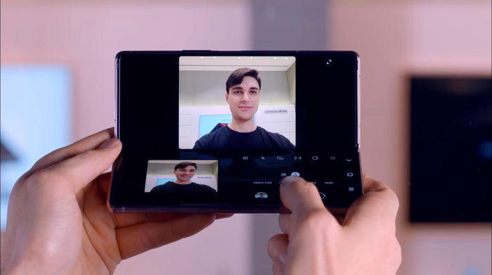 Galaxy Z Fold2 và cách Samsung tạo biểu tượng smartphone màn hình gập