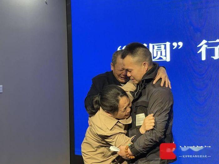 Đoàn tụ gia đình sau 33 năm bị bắt cóc - Zing - Tri thức trực tuyến