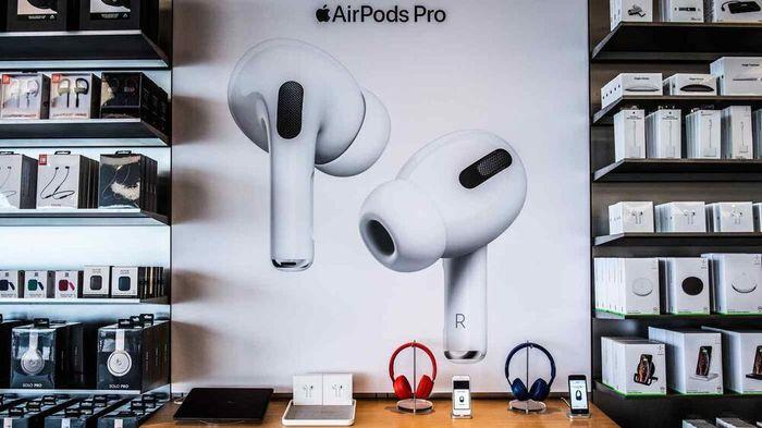 Apple cắt giảm sản lượng tai nghe AirPods được sản xuất tại Việt Nam