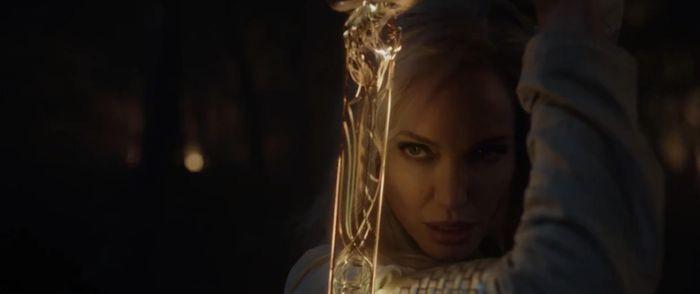 Angelina Jolie gây sốt chỉ với vài giây ngắn ngủi trong clip của Marvel Studios