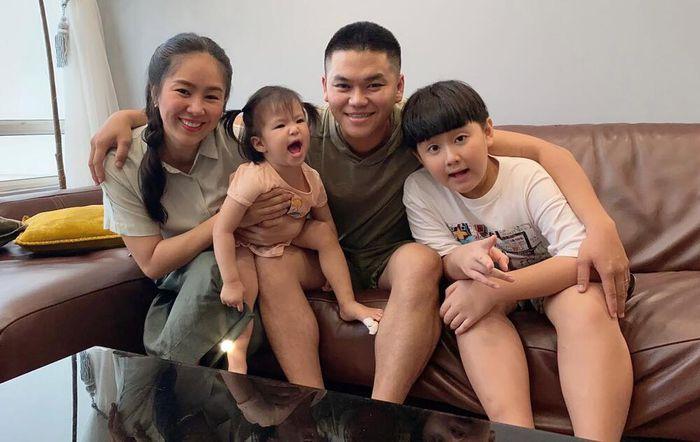 Giữa lúc Quách Ngọc Ngoan vừa chia tay, Lê Phương đăng ảnh ôm hôn chồng trẻ cùng lời nhắn gây 'tan chảy'