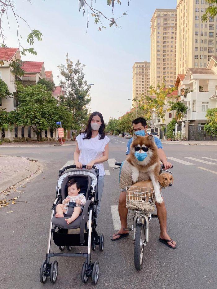 Đông Nhi lại bị nhắc nhở vì không đeo khẩu trang cho Winnie khi ở nơi công cộng