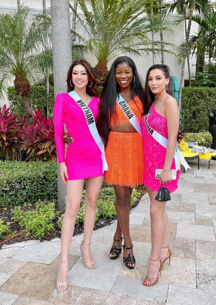 Bị chê mặc váy của BTC quá sến, Hoa hậu Khánh Vân 'phục thù' bằng thiết kế cắt xẻ táo bạo