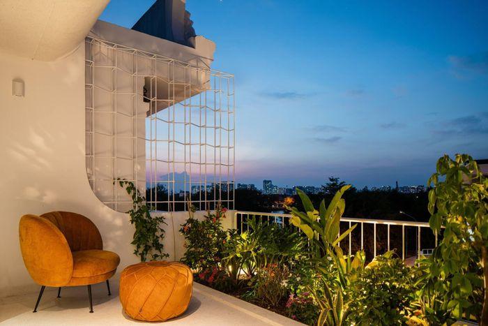 Nhà Sài Gòn trắng muốt đẹp như tranh 'nổi bần bật' trên báo Mỹ