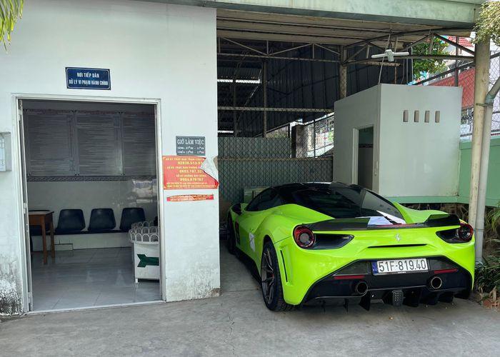 Cảnh sát giao thông TPHCM lên tiếng vụ còng tay tài xế siêu xe Ferrari
