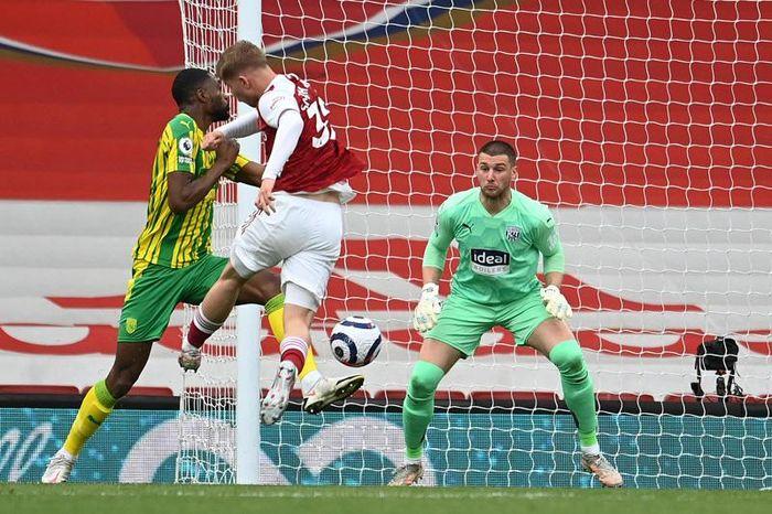 Pepe vẽ siêu phẩm, Arsenal tiễn West Brom xuống hạng