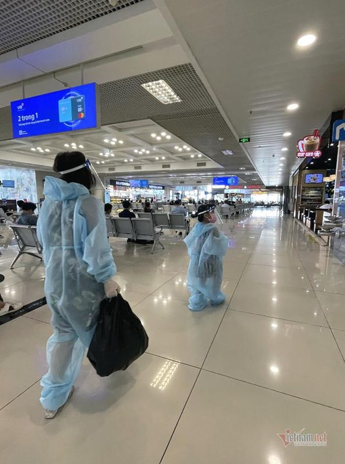 Thảm cảnh vắng khách ở sân bay Nội Bài