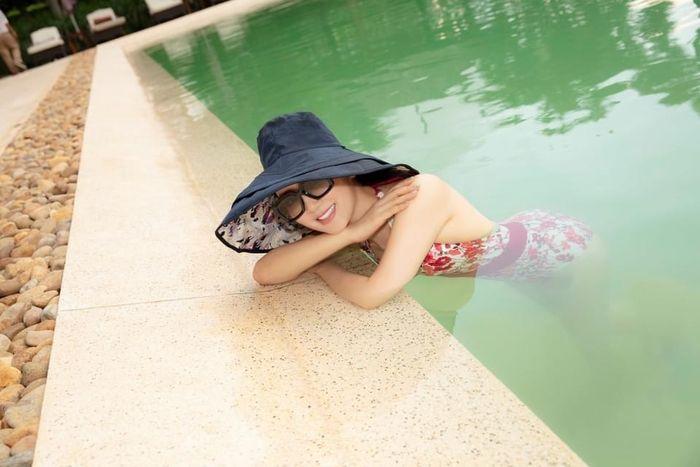 Hoa hậu Giáng My khoe đường cong 'sắc sảo' ở tuổi U50, đồng thời gửi lời chúc đến mẹ