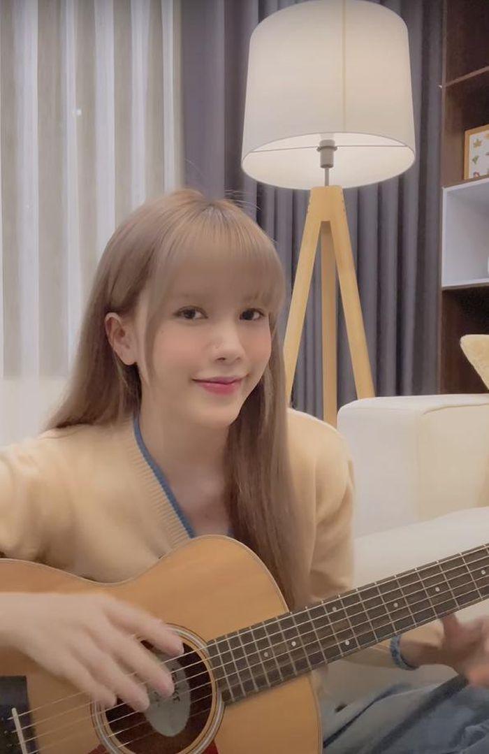 MV thì 'chê lên chê xuống', dân mạng lại quay ngoắt 180 độ với Love Rosie bản hát live từ Thiều Bảo Trâm