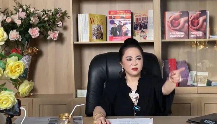 Bà Phương Hằng tuyên bố 'bộp tai' một ca sĩ từng là bạn thân, còn thách thức: 'Cứ làm đơn thưa sẵn đi'