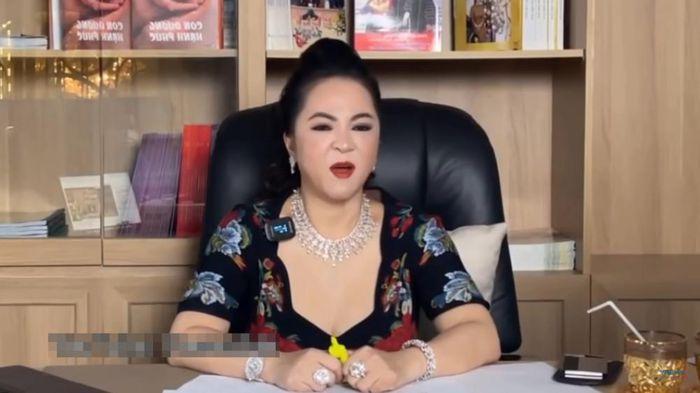 Bà Phương Hằng đào lại vụ gymer Duy Nguyễn, mắng nhiếc Cát Phượng xối xả không thương tiếc