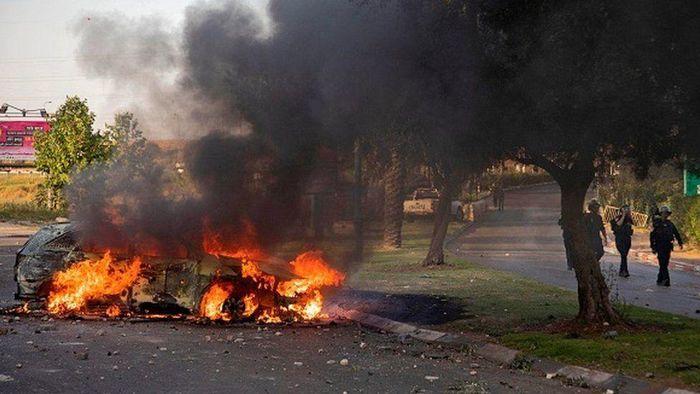 Người đàn ông bị lôi khỏi ôtô và đánh đập giữa phố ở Israel