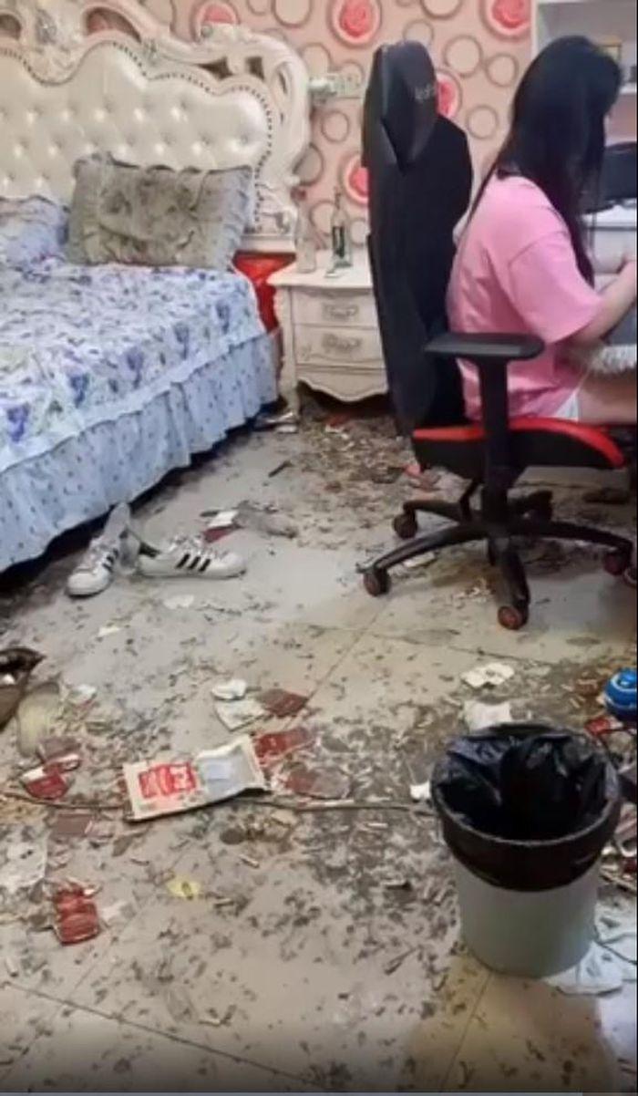 Kiểm tra bất chợt, chủ nhà ngã ngửa với phòng trọ ngập rác