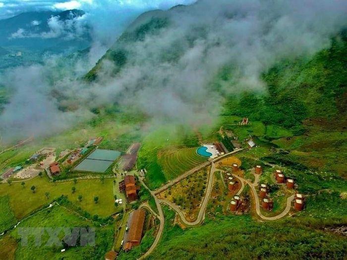 Khu nghỉ dưỡng với các ngôi nhà hình Quẩy Tấu xác lập kỷ lục Việt Nam - Báo  VietnamPlus