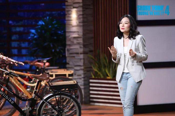 Học vấn đáng nể của nữ CEO xinh đẹp khiến Shark Phú bị chỉ trích 'quấy rối'