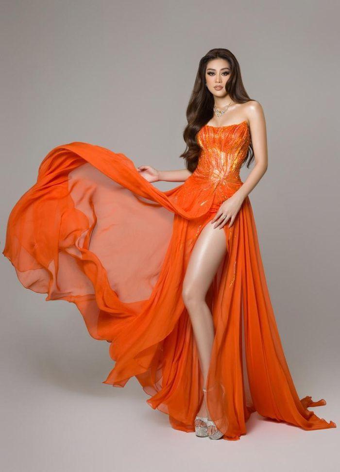 Cận cảnh bộ váy dạ hội Hừng Đông của Hoa hậu Khánh Vân tại Bán kết Miss Universe