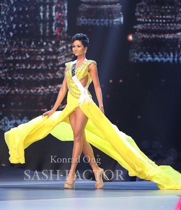 Vì sao netizen cho rằng màn xoay váy hoàn hảo của Khánh Vân là 'điềm báo' cô sẽ tiến xa?