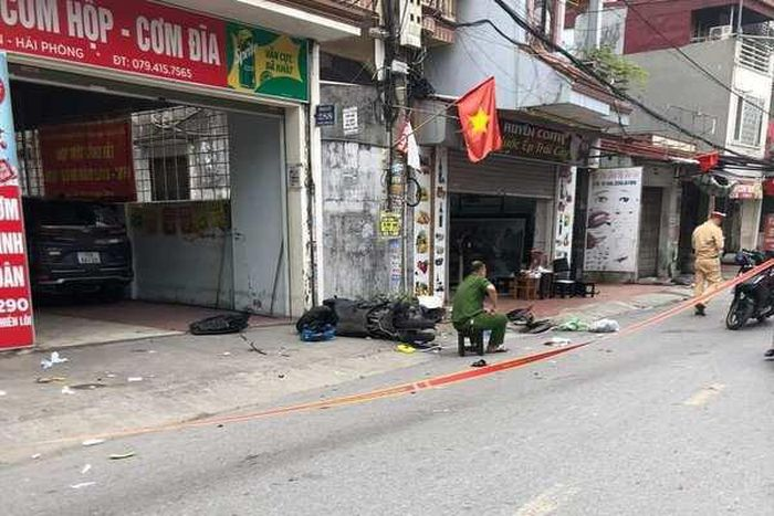 Ô tô truy đuổi, tông thẳng vào xe máy khiến 2 người chết ở Hải Phòng