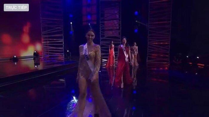 Khánh Vân khiến khán giả Việt 'nức lòng' với hành động 'điểm mười' trên sân khấu Miss Universe