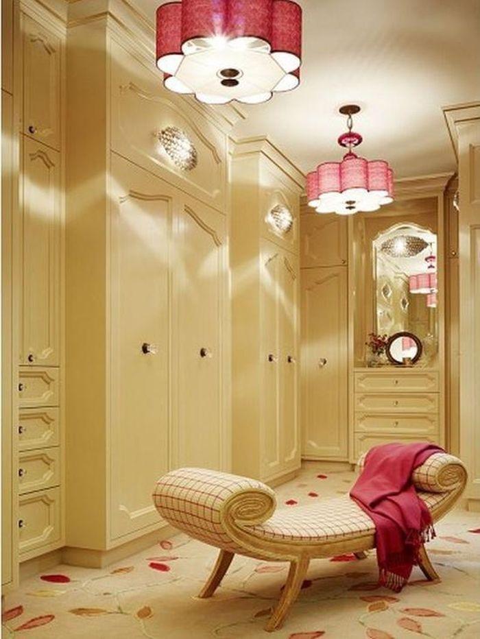 Walk-in closet không chỉ là nơi chứa quần áo mà còn tạo cảm hứng để bạn mặc đẹp mỗi ngày