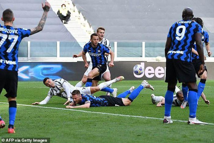 Đánh bại Inter Milan, Juventus nghẹt thở vào Top 4