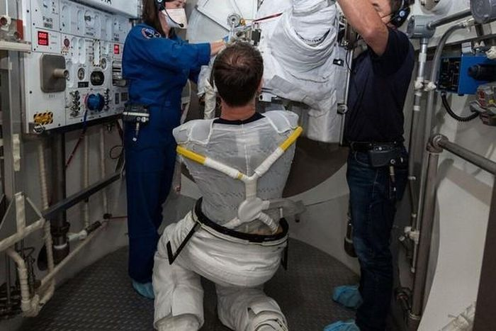 Phi hành gia gặp rắc rối khi giặt đồ trong trạm vũ trụ