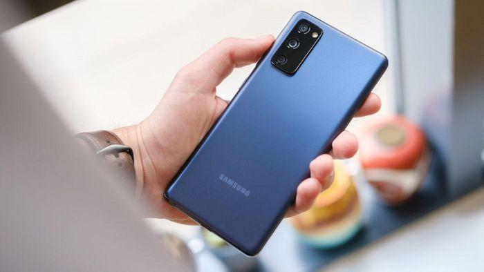 Samsung Galaxy S20 FE thêm bản dùng chip Snapdragon, giá 15,5 triệu đồng