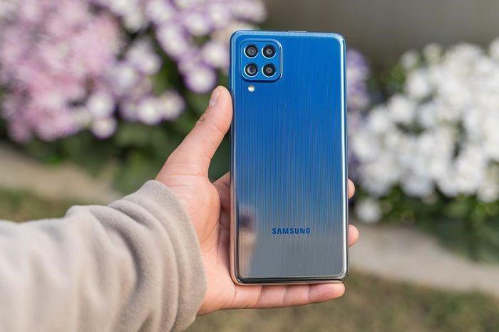 Smartphone pin 7.000 mAh của Samsung về Việt Nam, đối đầu Oppo Reno5