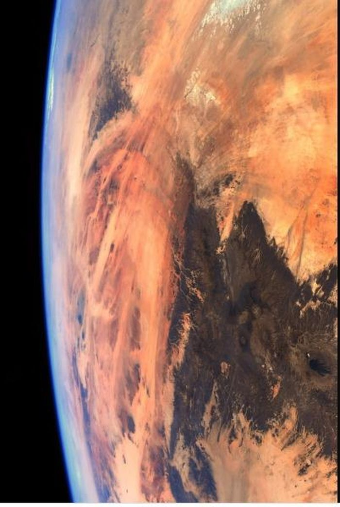 Phi hành gia chụp Trái đất từ ISS nhưng lại ra hình sao Hỏa?