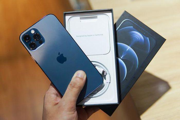 Loạt iPhone 12 tiếp tục giảm giá