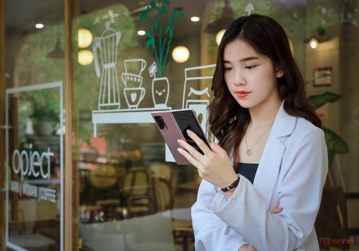 Samsung Galaxy Z Fold 2: càng trải nghiệm càng thấy thú vị