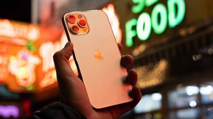 Có nên mua iPhone 12 lúc này hay chờ iPhone 13 ra mắt?