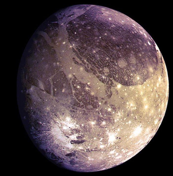 Đêm nay, tàu NASA áp sát 'mặt trăng màu tím' có 2 đặc điểm y hệt Trái Đất