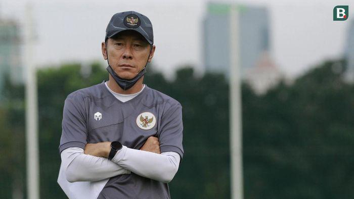 Indonesia gặp họa, HLV Indonesia bị cấm chỉ đạo trận gặp UAE
